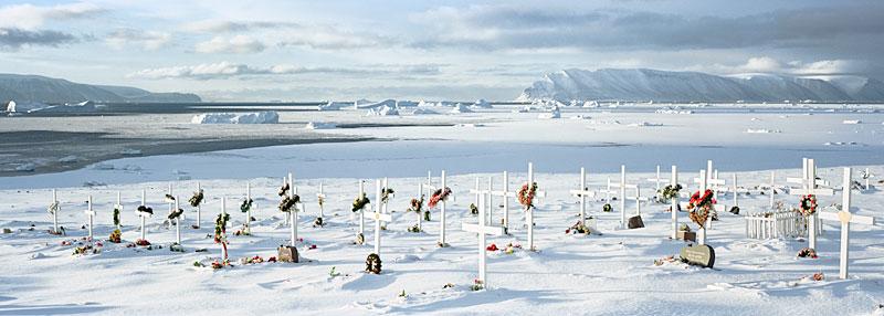 Qaanaaq-graveyard