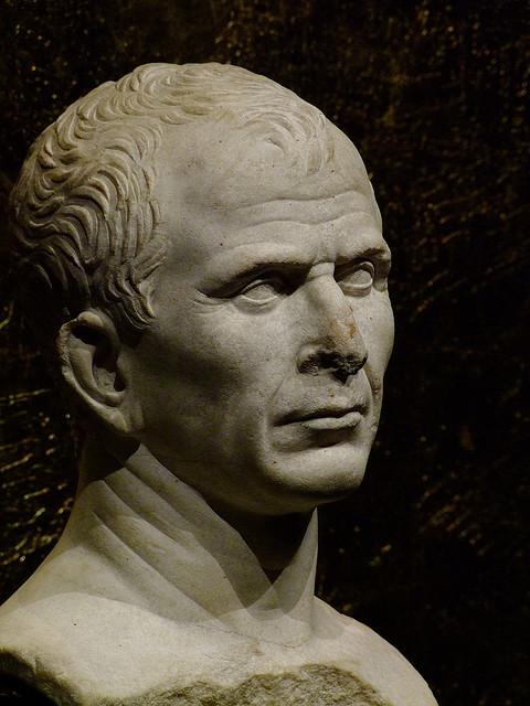 Busto de Julio César en Arles