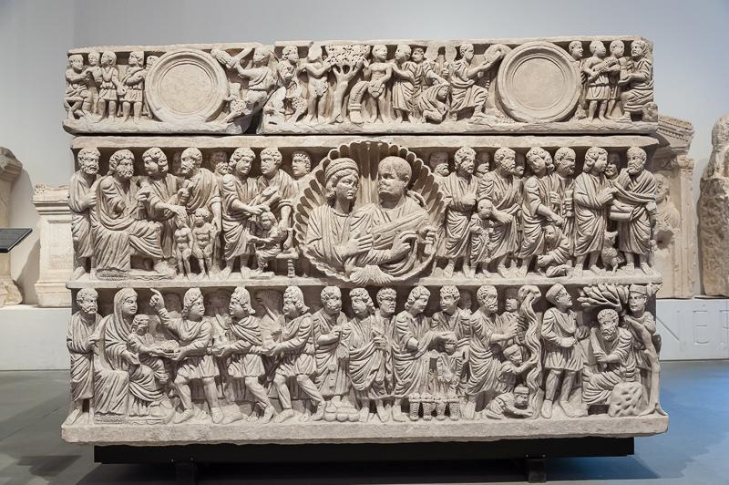 sarcofagos-arles