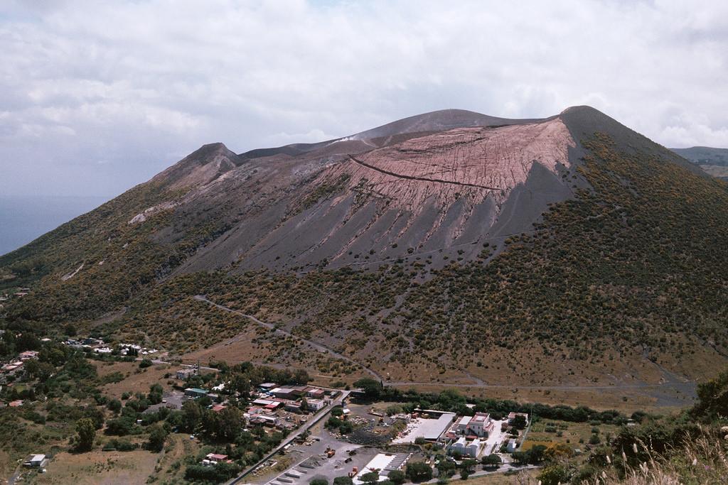 Zig-zag en la ladera del Vulcano
