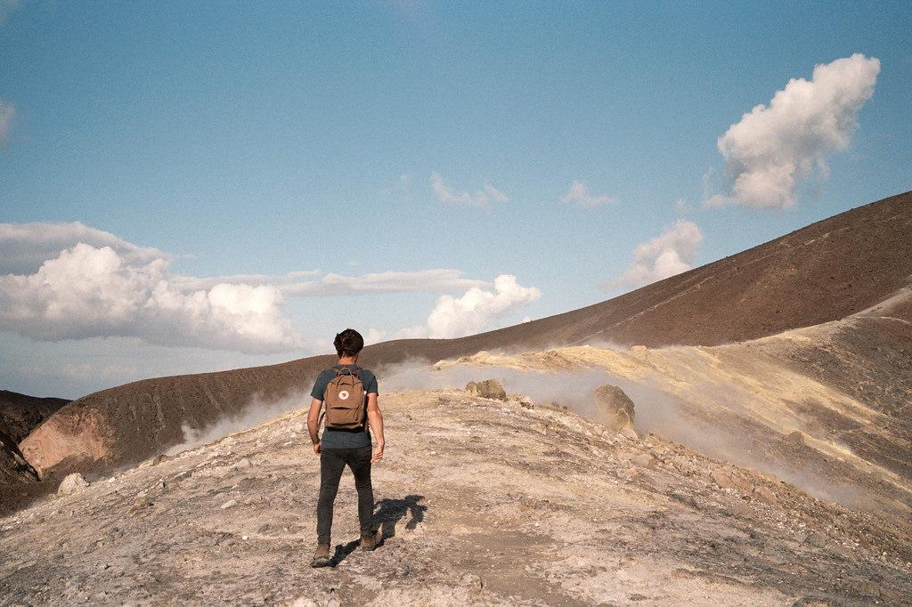 Ascendiendo al cráter La Fossa de Vulcano