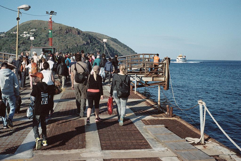 Esperando el hidroala Milazzo - Vulcano - Lipari