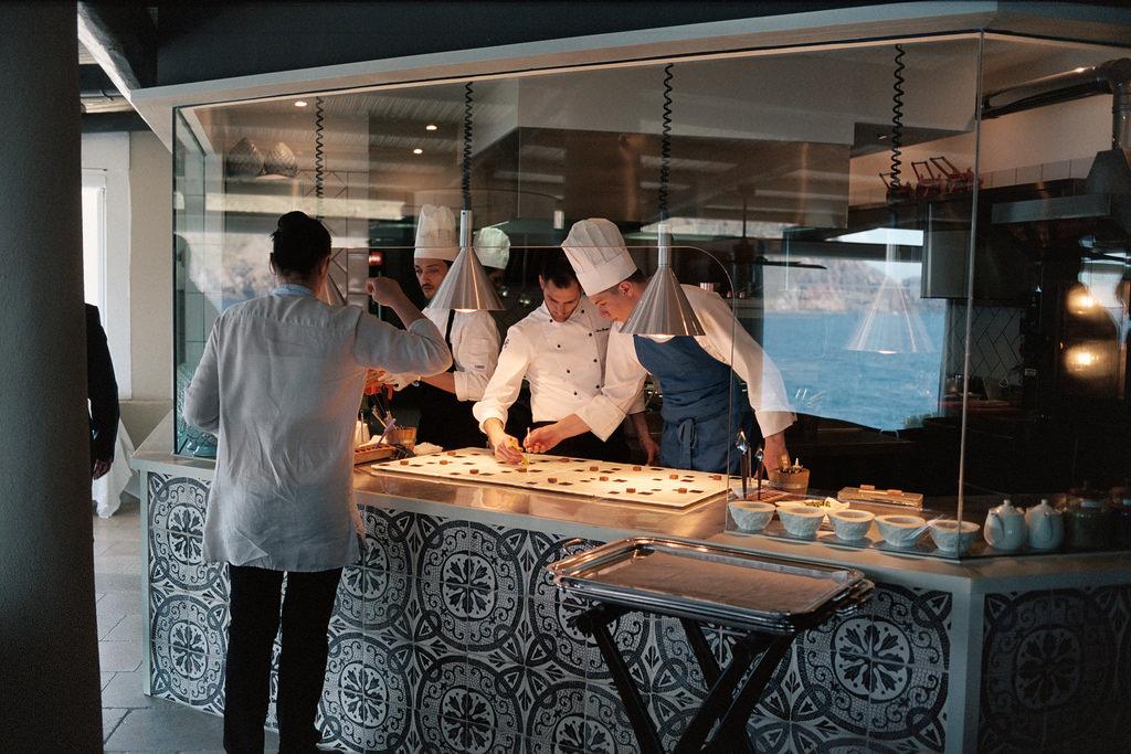 Cocina del restaurante de una estrella Michelin Il Cappero, Vulcano