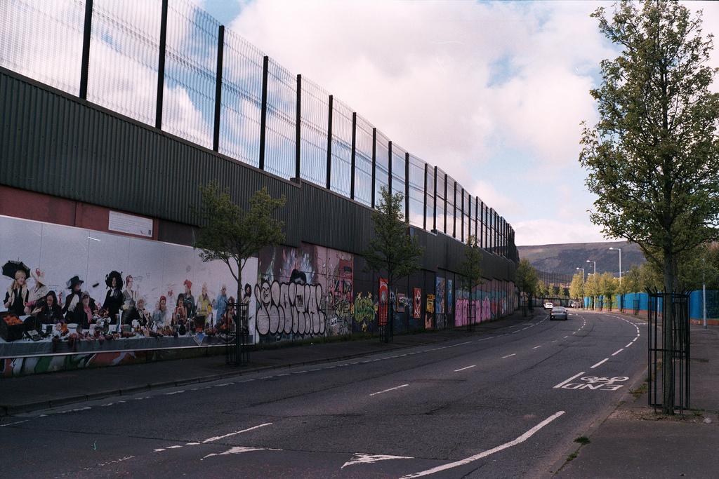 Muro en Cupar Way, Belfast