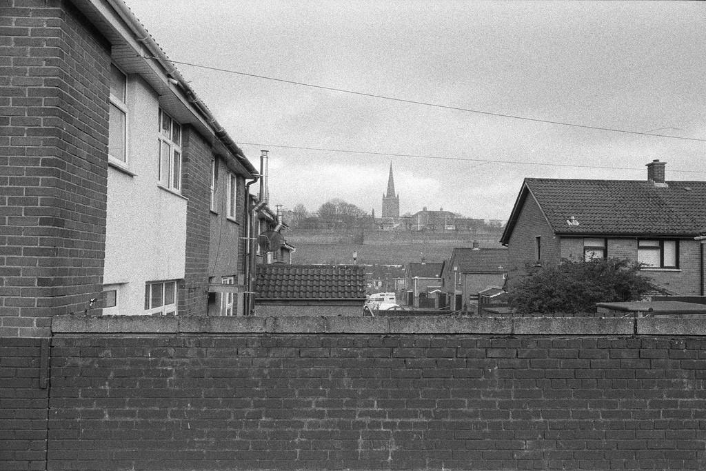 Vistas al castillo de Derry desde Bogside