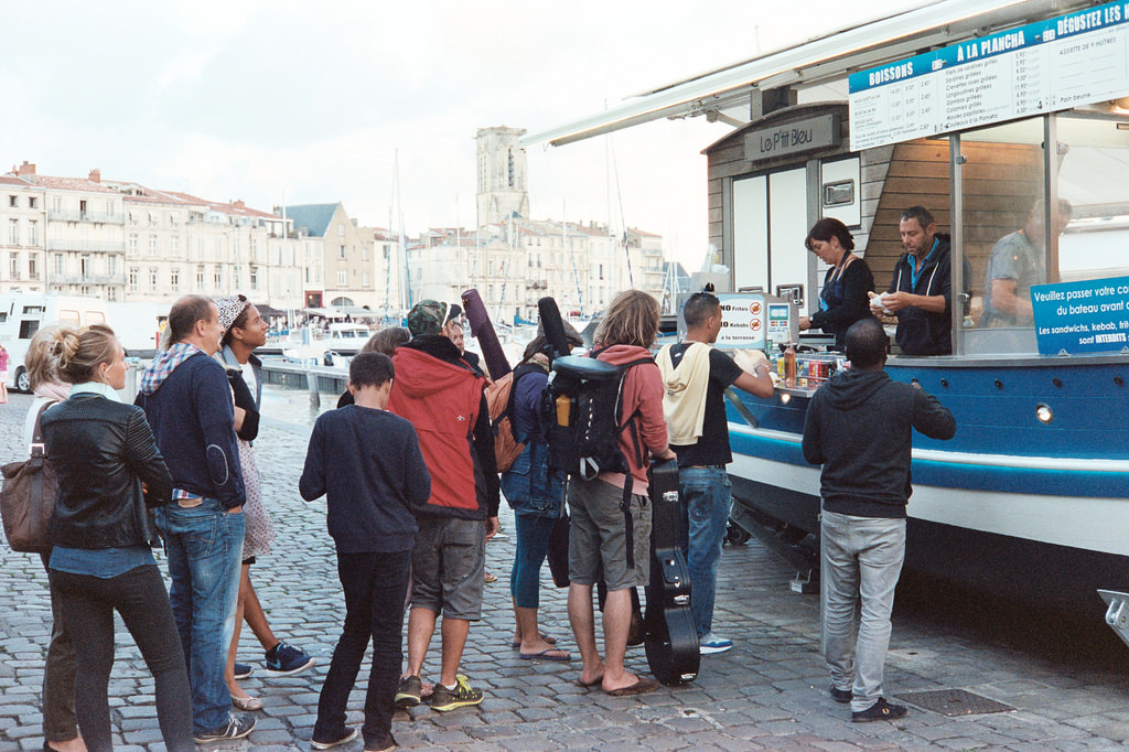 Puestos de comida en el puerto de La Rochelle